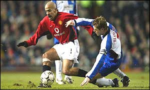 Juan Sebastian Veron challenges Blackburn's Garry Flitcroft for the ball