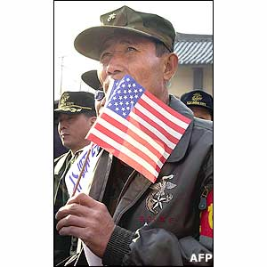 A South Korean marine veteran holds an US flag during an anti-North Korean and pro-US demonstration 8 January 2003 in front of Osan US air base
