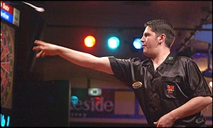 Gary Anderson makes an early bid for victory