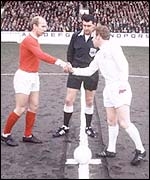 Bobby Charlton and Billy Bremner shake hands