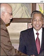 Naga leader Isak Chishi Swu (R) with Deputy Prime Minister Advani in Delhi