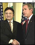 Pakistani President Pervez Musharraf (L) and US President George W. Bush