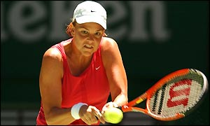 Lindsay Davenport concentrates on her shot