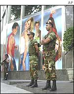 Soldiers guard RCTV TV and radio company in Caracas from protesters