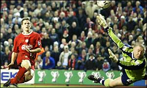 Michael Owen scores Liverpool's second goal to wrap up victory