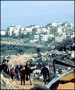 Ha'aretz: piano israeliano per costruire 11.000 abitazioni per ebrei ultra-ortodossi nel cuore dei territori palestinesi.