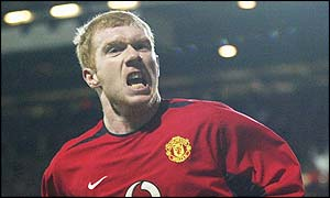 Scholes scores again to give United a 2-1 lead in the 42th minute