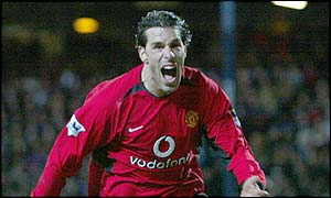 Ruud van Nistelrooy wraps up a 3-1 win (4-2 on aggregate) with 15 minutes still to go