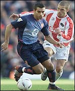Van Bronckhorst runs clear of Holloway