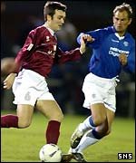 Ronald de Boer tracks Ross Currie