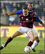 Lorenzo Amoruso keeps tabs on Craig Feroz