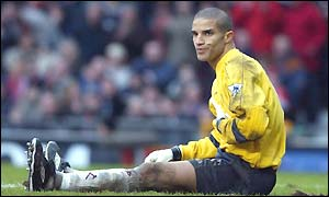 David James looks dejected as Man Utd score again