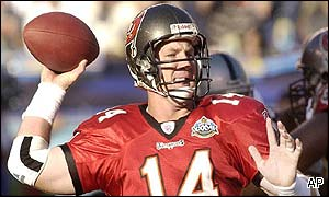 Tampa Bay Buccaneers quarterback Brad Johnson gets ready to pass the ball