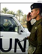 Iraqi soldier salutes as UN vehicle drives past