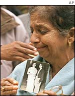 Mourner clutching picture of Kalpana Chawla,
