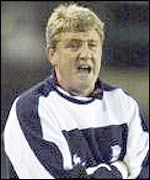 Steve Bruce shouts at his players