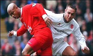 El Hadji Diouf of Liverpool turns past David Murphy of Middlesbrough