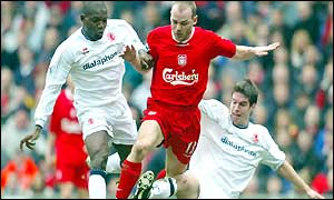 Liverpool's Danny Murphy is sandwiched between Geremi and Chris Riggott