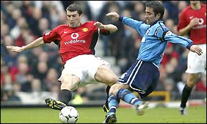 Roy Keane blocks a shot from Kevin Horlock