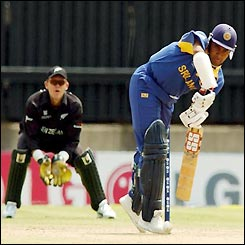 Hashan Tillakaratne defends a delivery