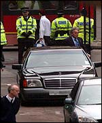Michael Douglas and Catherine Zeta Jones' limo arrives at court