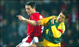 Frank Lampard tussles with Australia's Paul Okon
