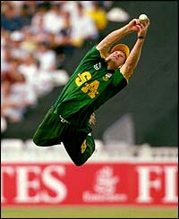 Jonty Rhodes makes an amazing catch for South Africa during a game with England in 1998