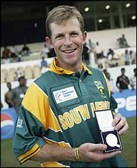 Rhodes collects a medal as South Africa win the 2002 ICC Champions trophy