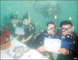 Couple celebrate Valentine's Day by participating in an underwater wedding extravaganza.