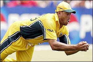 Andrew Symonds catches Mohammad Kaif