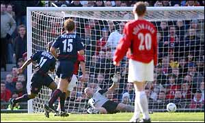 Ole Gunnar Solskjaer looks on as Sylvain Wiltord nets Arsenal's second goal