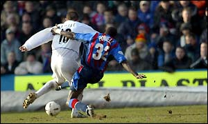 Harry Kewell strikes Leeds' winning goal