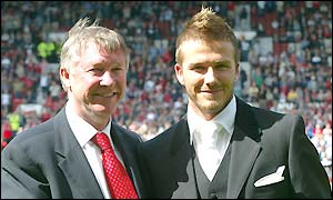 Sir Alex Ferguson congratulates David Beckham on signing a new contract with Man Utd