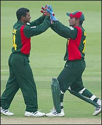 Wicketkeeper Khaled Mashud of Bangladesh congratulates Alok Kopali on catching Carl Hooper off his own bowling