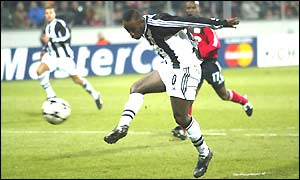 An unmarked Lomana LuaLua scores Newcastle's third goal after 32 minutes