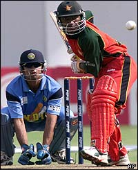 Zimbabwean batsman Tatenda Taibu takes a stoke watched by Indian wicketkeeper Rahul Dravid