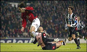 Ruud van Nistelrooy goes down in the Juventus box but is denied a penalty