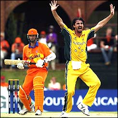 Jason Gillespie of Australia appeals for the wicket of Klaas Van Noortwijk