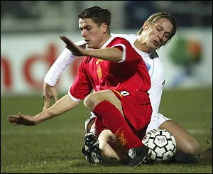 Owen is tackled by Auxerre's Philippe Mexes