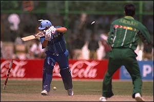 Darren Gough becomes Akram's 285th wicket in one-day internationals