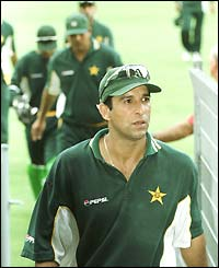 Akram leads his players off the pitch after a Carlton and United Breweries one-day game against Australia in Sydney in 2000