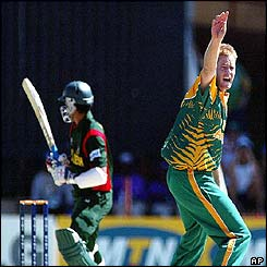 Shaun Pollock appeals unsuccessfully for the wicket of Bangladesh's Mohammad Al Shariar