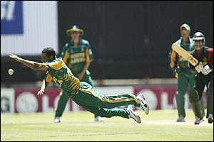 Robin Peterson of South Africa narrowly fails to catch Khaled Mashud off his own bowling