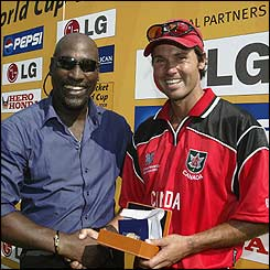 Viv Richards presents the Man of the Match award to John Davison of Canada