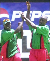 Kenya's Martin Suji (right) celebrates after dismissing Sanath Jayasuriya