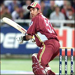 Ramnaresh Sarwan returns to the crease after earlier being hospitalised by a bouncer