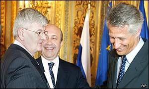 Joschka Fischer, Igor Ivanov y Dominique de Villepin en París.