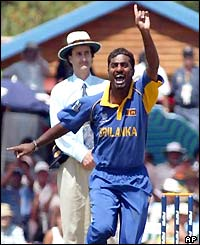 Muttiah Muralitharan appeals for the wicket of Matthew Hayden
