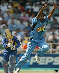 Indian bowler Javagal Srinath appeals as he traps Sri Lankan batsman Aravinda de Silva lbw