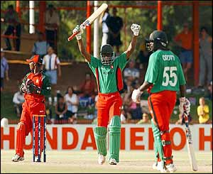 Maurice Odumbe of Kenya celebrates hitting the winning runs